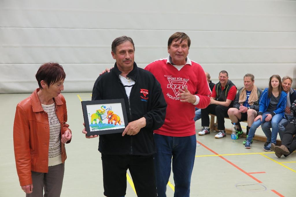 Valerie Seifried (mit Bild), Wolfsburgs Bürgermeisterin Bärbel Weist und Manfred Wille