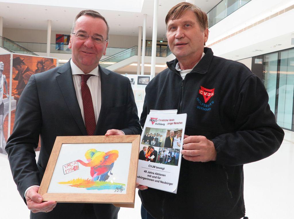 Boris Pistorius, niederschäsicher Minister für Inneres und Sport, (links) und Manfred Wille
