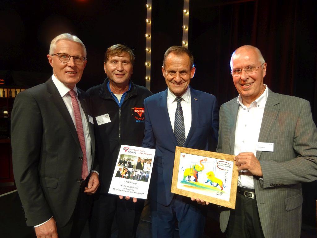 Reinhard Rawe (von links), Manfred Wille, DOSB-Präsident Alsfons Hörmann und Karl-Heinz Steinmann