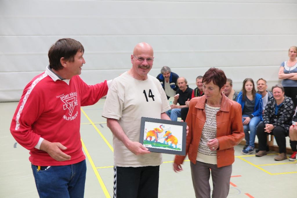 Werner Metschke (mit Bild), Wolfsburgs Bürgermeisterin Bärbel Weist und Manfred Wille