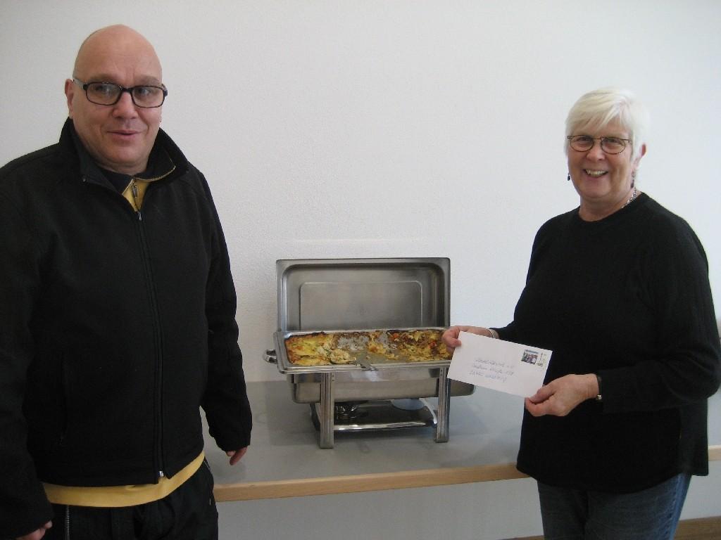 Elke Braun (rechts) vom Sozialhilfewerk Wolfsburg