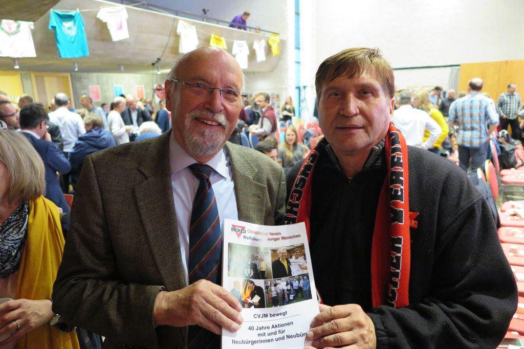 Klaus-Jürgen Diehl von der CVJM-Senioren-Initiative (links) mit Manfred Wille