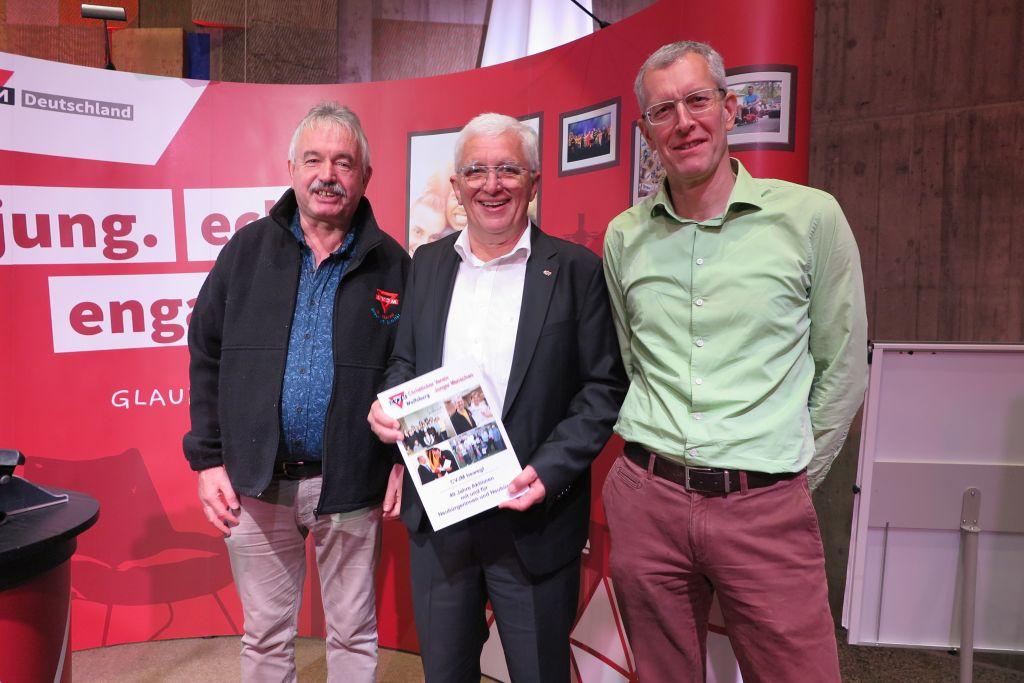 Michael Kühn (von links), der Präsident des deutschen CVJM, Karl-Heinz Stegel, und Michael Miexner