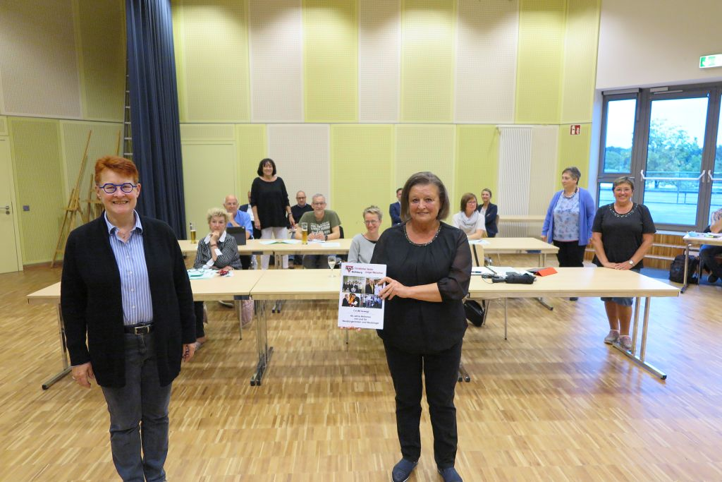 Westhagen: Ludmilla Neuwirth (links) und Dr. Christa Westhpahl-Schmidt und der Ortsrat
