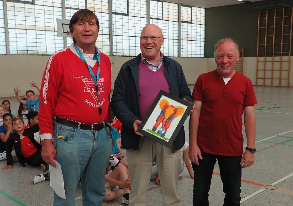 Professor Dr. Wolf-Rüdiger Umbach vom LandesSportbund Niedersachsen mit Dirk Kinne (rechts) und Manfred Wille
