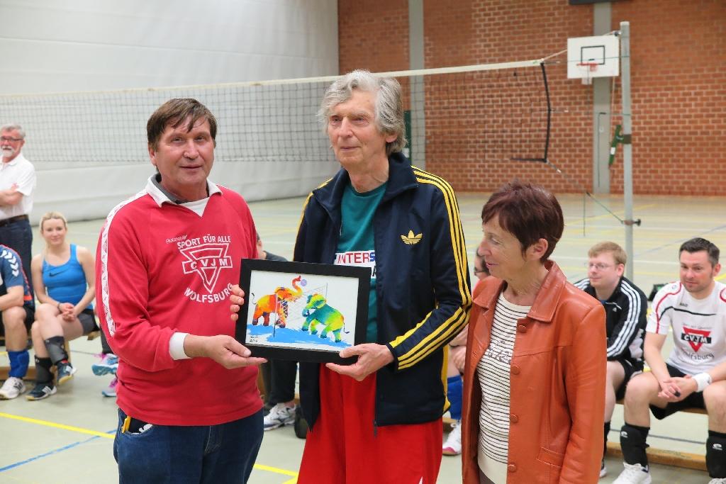 Boleslaw Szafnicki (mit Bild), Wolfsburgs Bürgermeisterin Bärbel Weist und Manfred Wille
