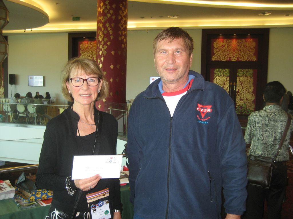 Patricia Pelton YMCA Kanada (links) und Manfred Wille