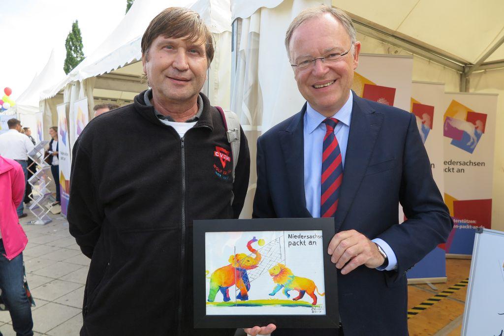 Niedersachsen Ministerpräsident Stephan Weil (rechts) und Manfred Wille