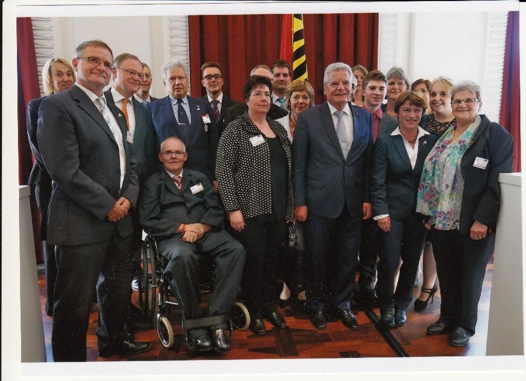 Michael Meixner von der CVJM-Weltdienstgruppe mit Bundespräsident Joachim Gauck und Niedersachsens Ministerpräsident Stepan Weil