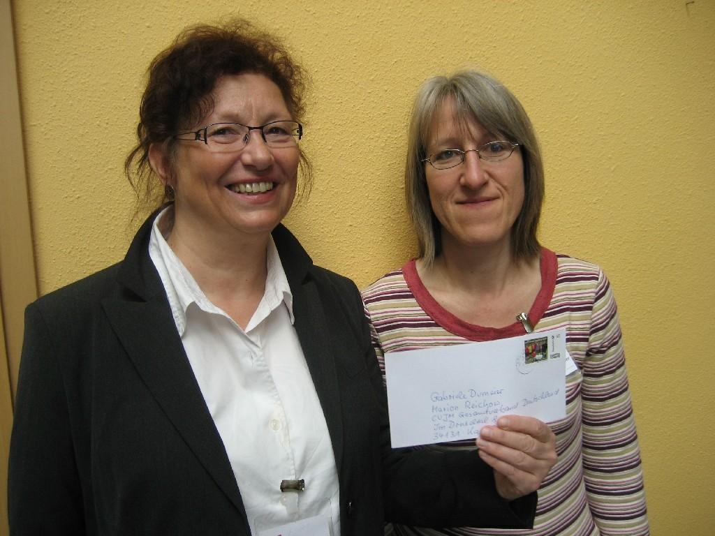 Marion Reichow (links) und Gabriele Dumeier vom deutschen CVJM