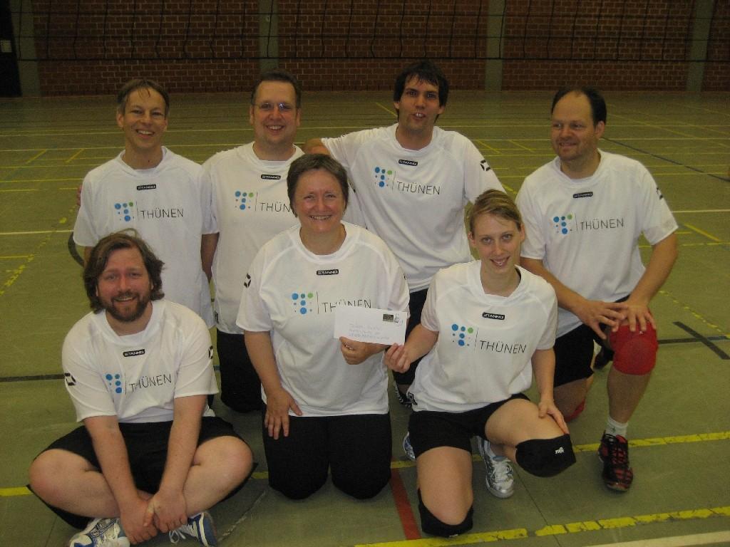 Thünen-Institut Braunschweig (vorn von links Ole, Regina, Laura + hinten von links Frank, Helge, Christoph, Andreas)
