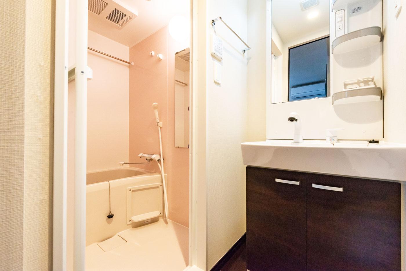 201-8 洗面室・浴室(2階4階Aタイプ共通)