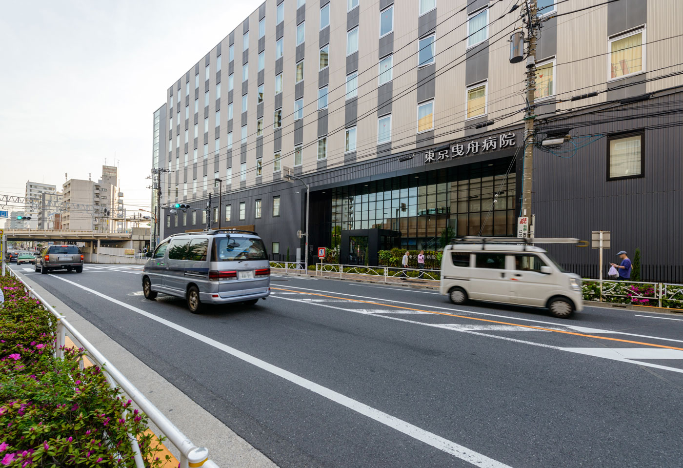 整備された「曳舟」駅東口(東京曳舟病院)