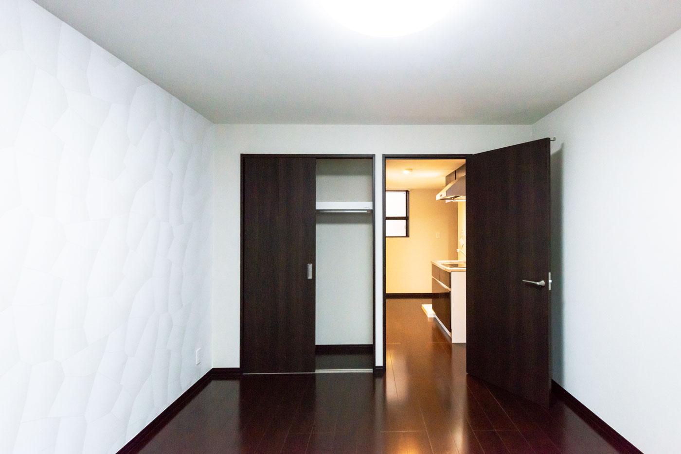 203-1 洋室から玄関方向を見たところ