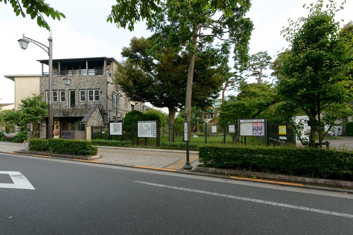 現地付近(山本有三記念館とエサンス)