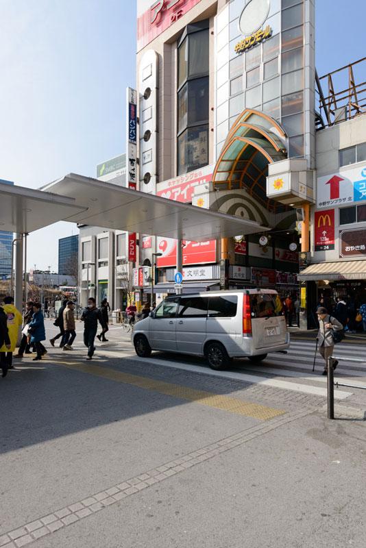 中野駅北口2(サンモール商店街入り口) 650m※サンモール商店街の先が中野ブロードウェイ
