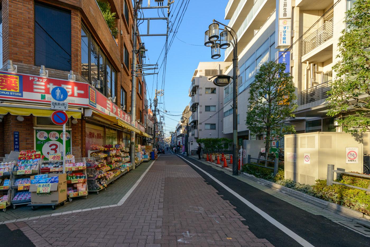 中板橋商店街2(目印 ミヤモトドラッグ)