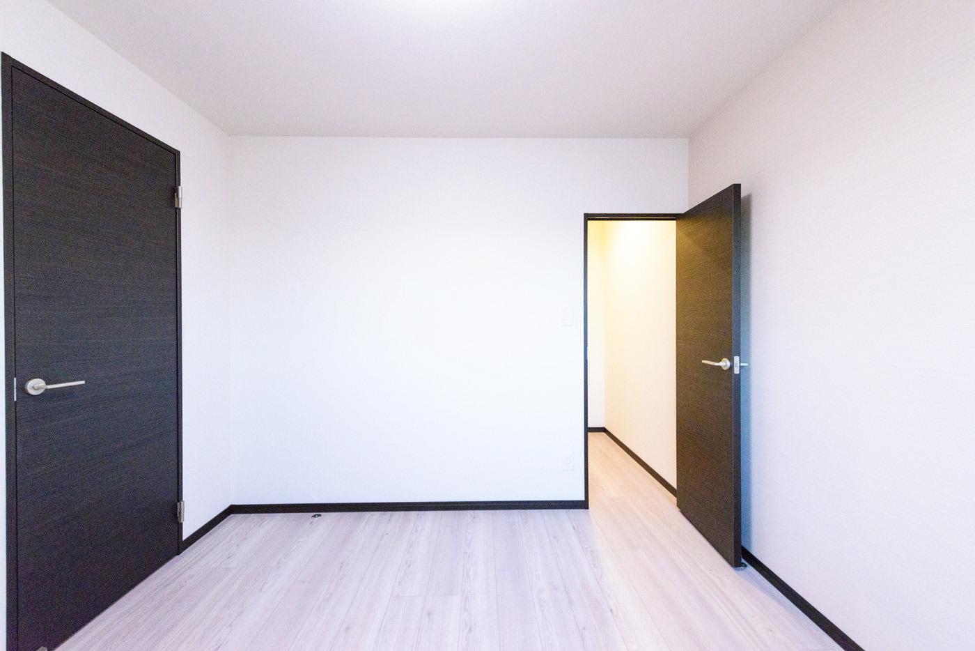 大型クローゼットのある部屋1