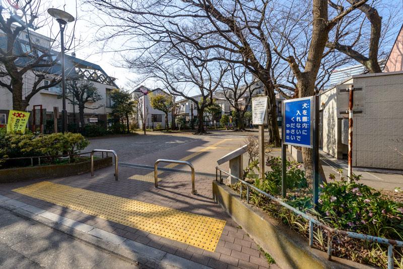 周辺環境6(囲桃園公園) 93m