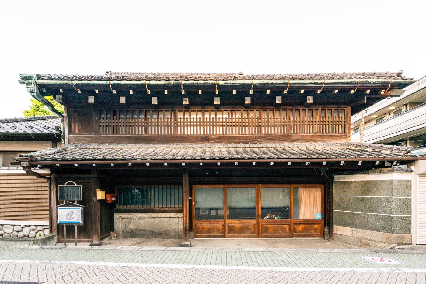 横山家住宅(1,300m)