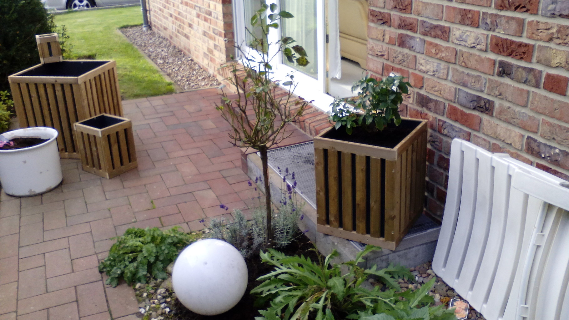 HoPstiBo PflanzKübel Prototyp mit Terrassenpflanzen
