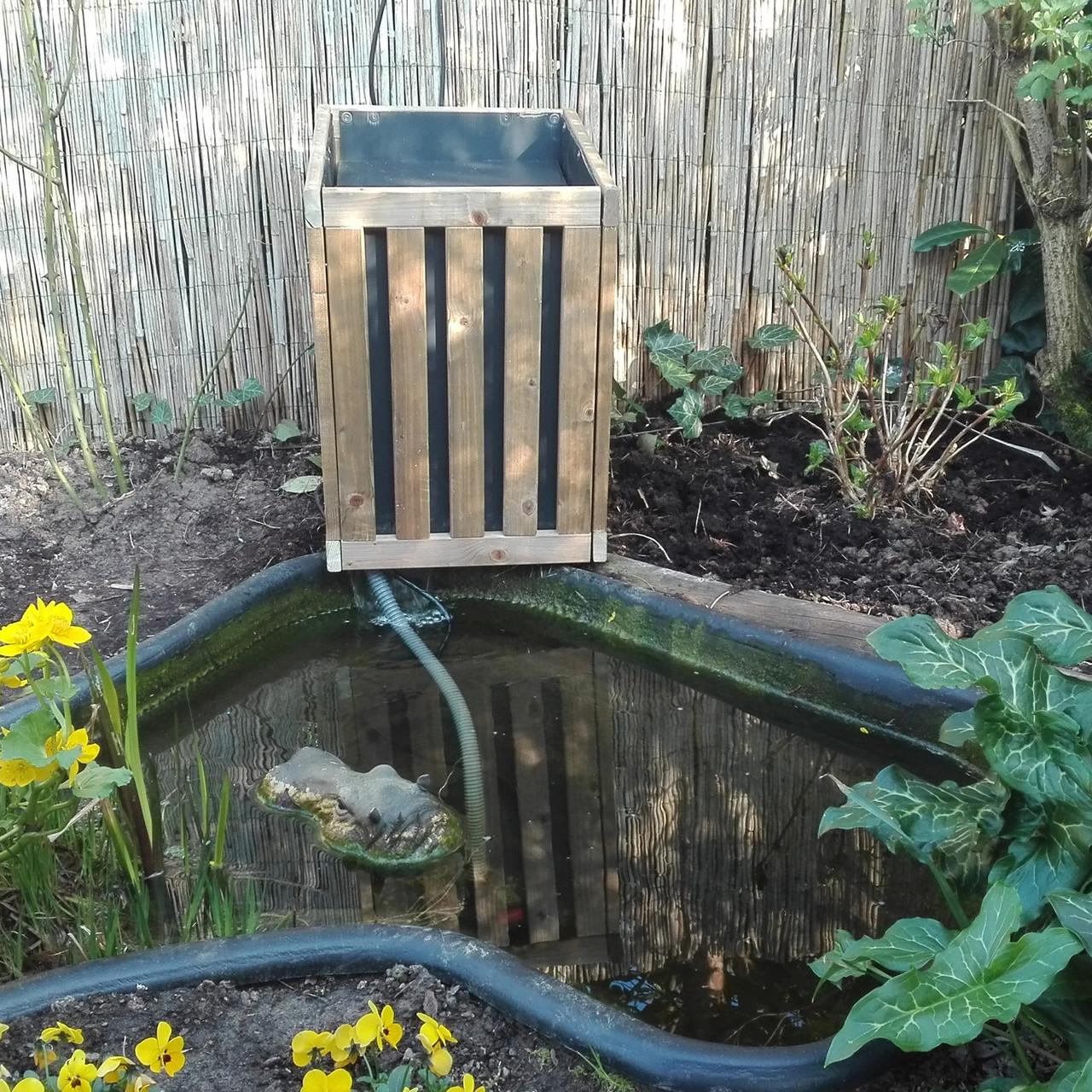 Der HoPstiBo PflanzKasten als Abdeckung für Gartenteich Filter