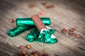 Branchli mit Schoggi-Krokant-Füllung und Schokoladeüberzug
