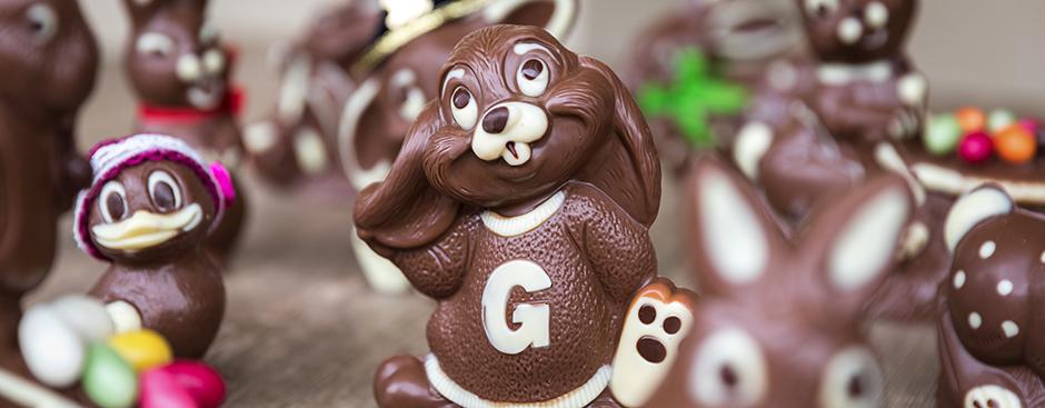 Hausgemachte Osterhasen in verschiedenen Grössen und Formen aus bester Cran-Cru-Maracaibo-Schokolade