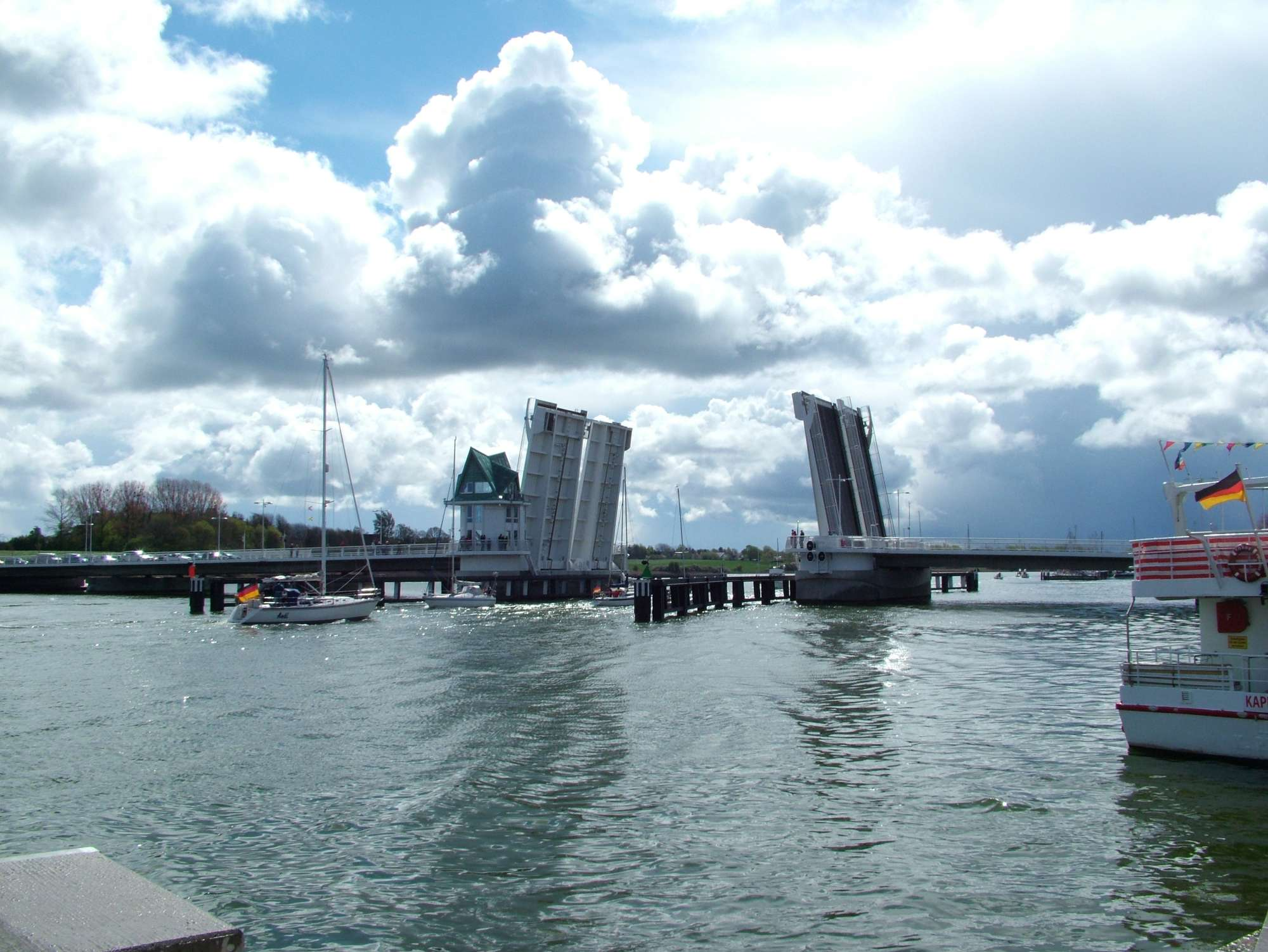 Urlaub an Ostsee und Schlei - Klappbrücke bei Kappeln