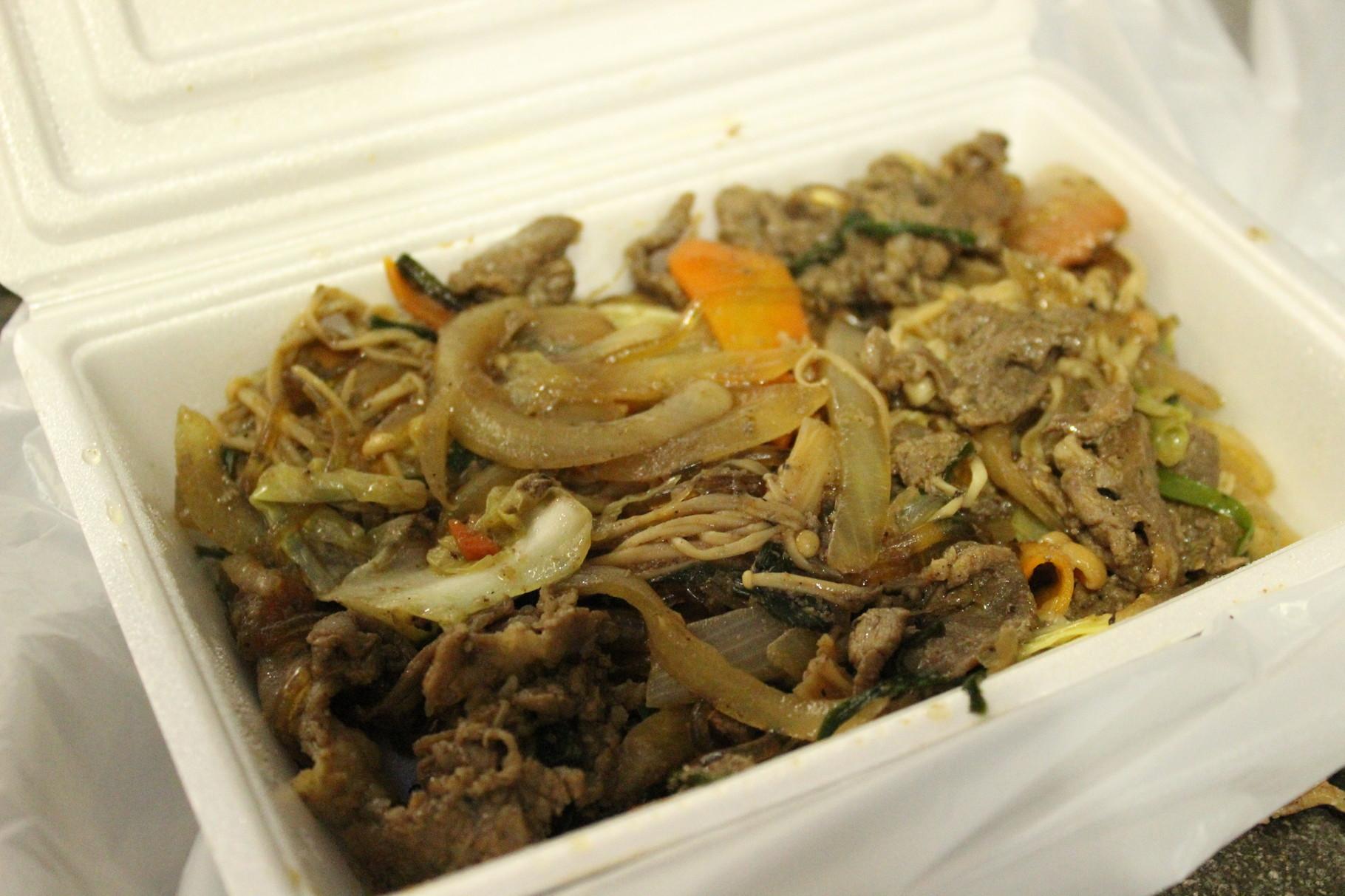 Bulgogi (Gebratenes Rindfleisch mit Gemüse auf koreanisch)