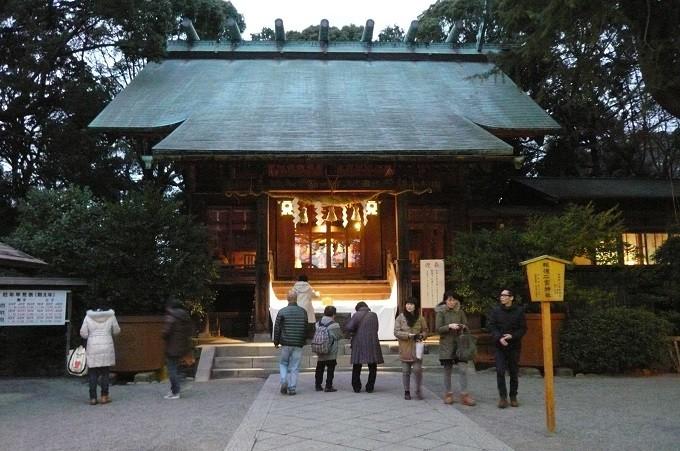 Ninomiya Schrein in Odawara am Abend