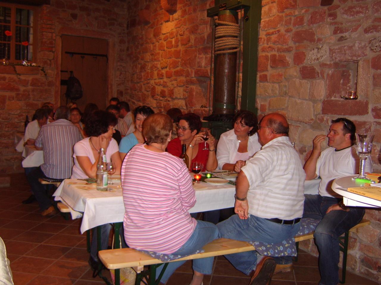 Gesellige Weinprobe in unserem Proberaum