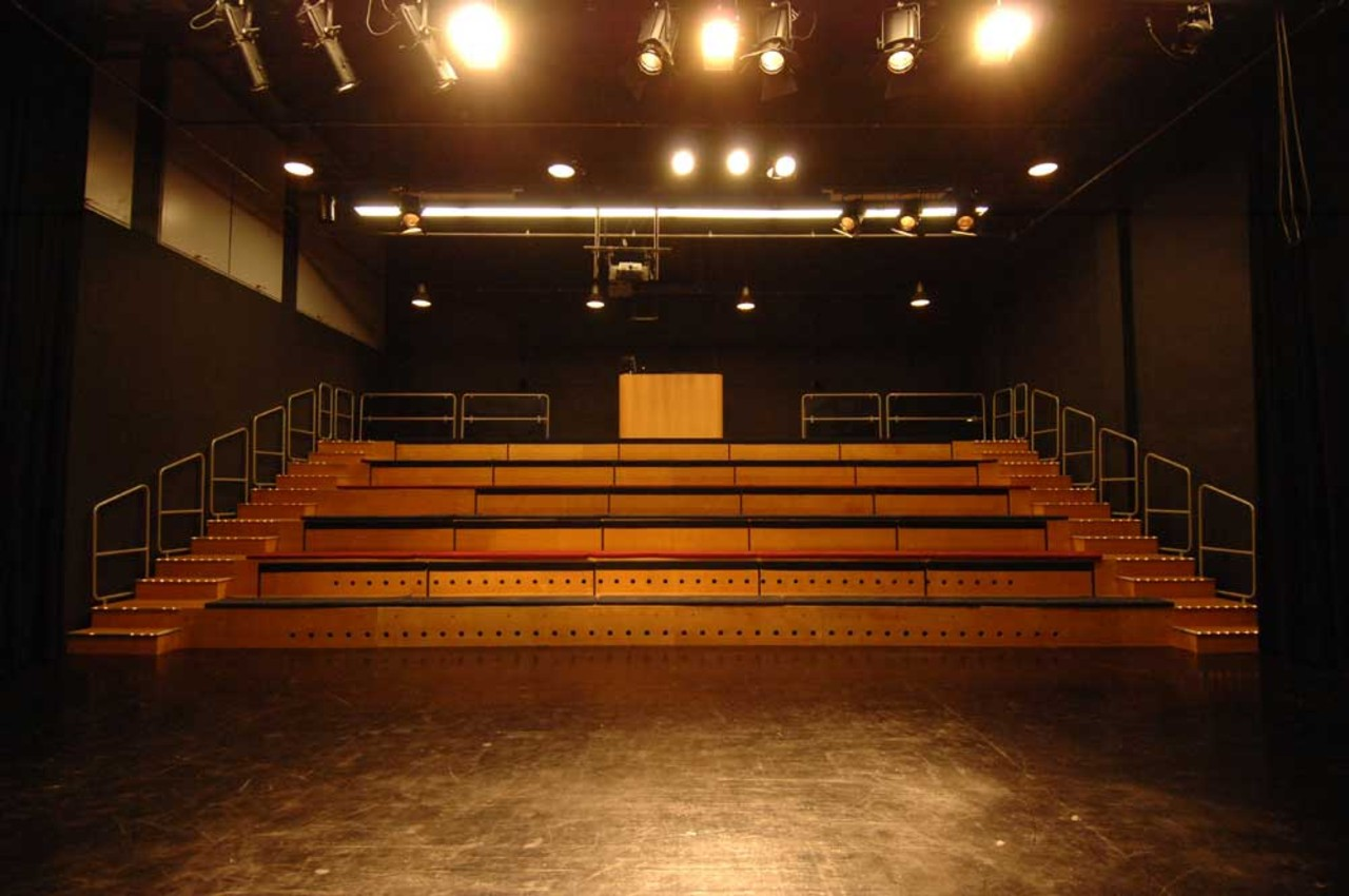Blick von der Bühne auf die Zuschauertribüne / Foto: Theater Mummpitz