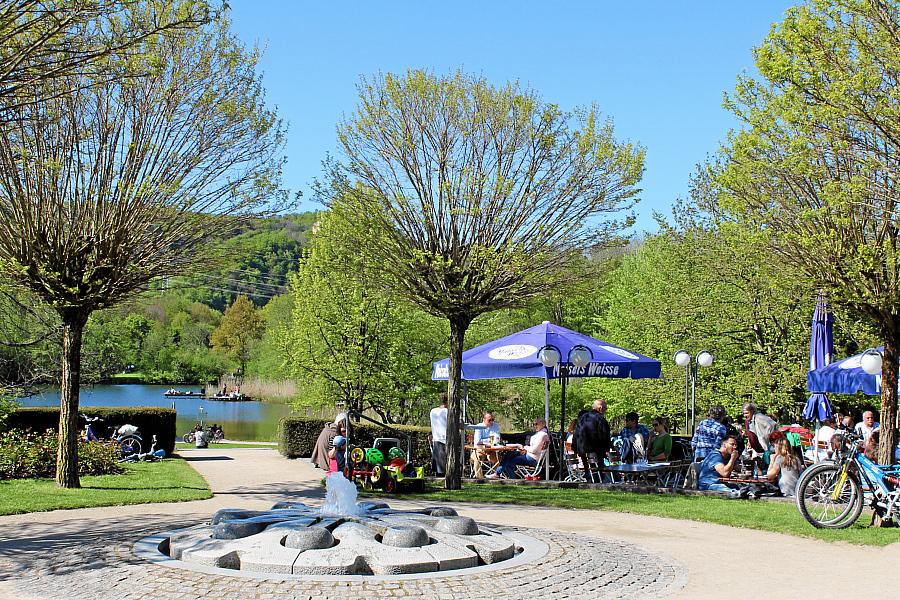 Café im Rosengarten beim See