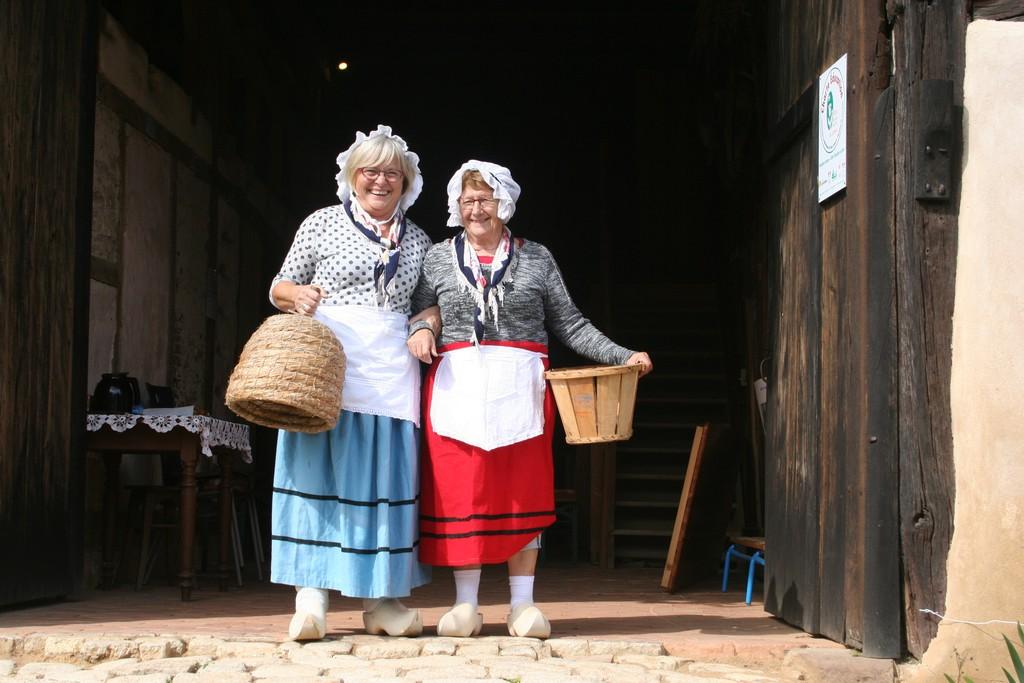 Babette et Liliane enfilent le costume