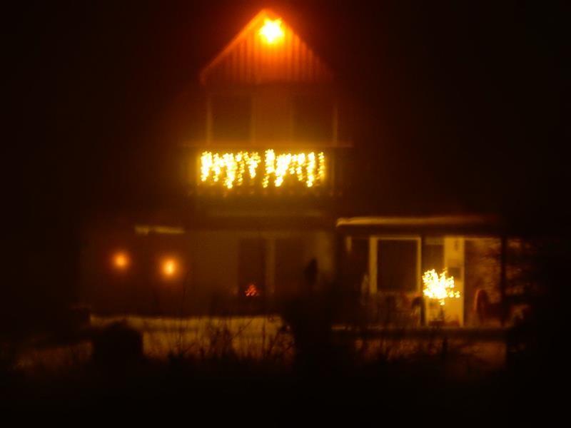 Das Haus war so schön beleuchtet. Test mit der neuen Kamera ohne Blitz. Leider freihändig nicht so scharf.