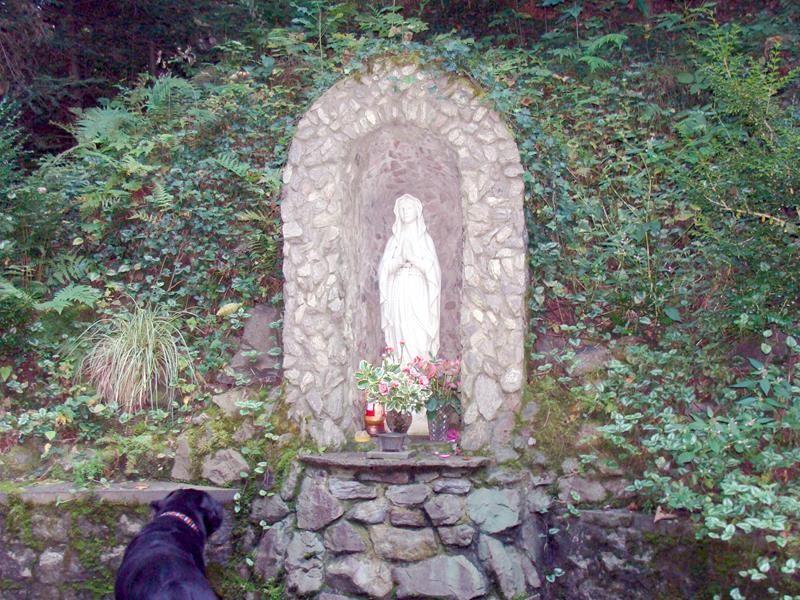 Und wieder eine Marienfigur.