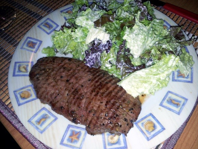 Das alles mit einem tollen frischen Salat angerichtet