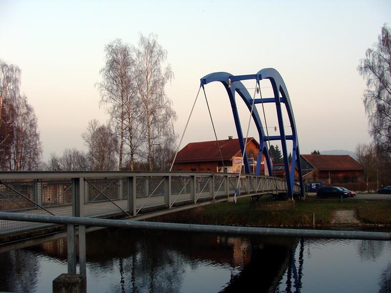Die blaue Brücke, das Chamer Wahrzeichen .....