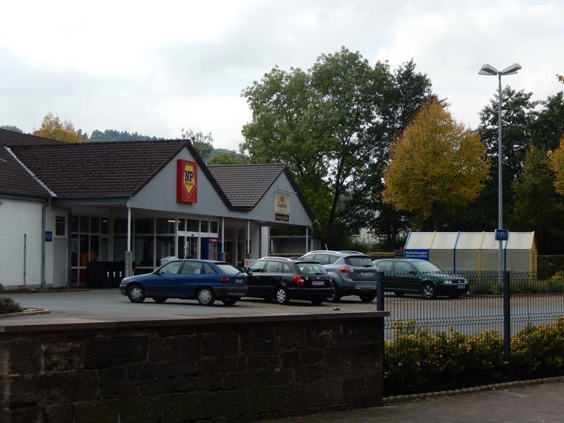 Nicht weit vom Stellplatz gibt es einen Supermarkt.....