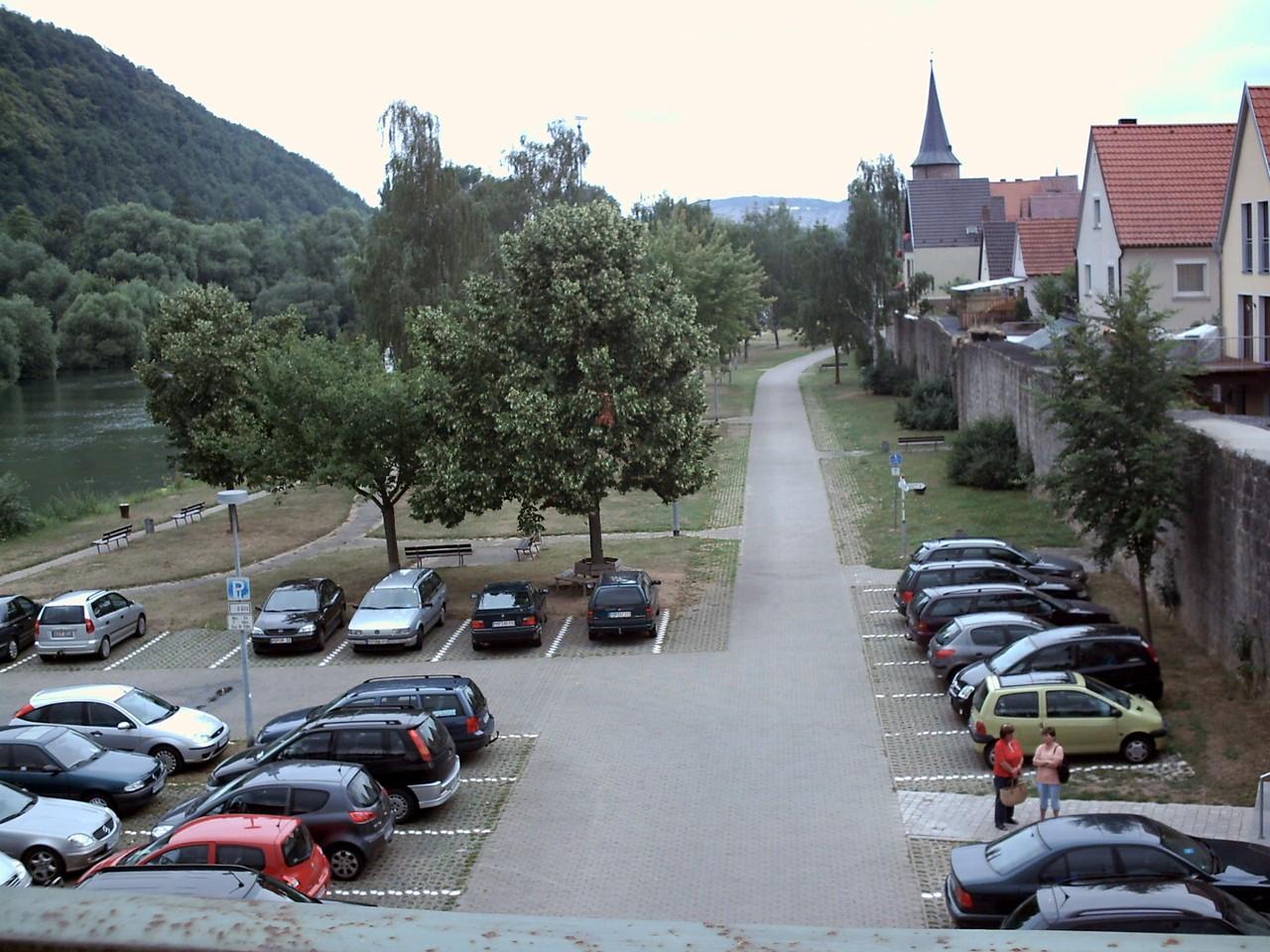 So, wir starten in Richtung Karlsburg.....über die Brücke, die Straße entlang....