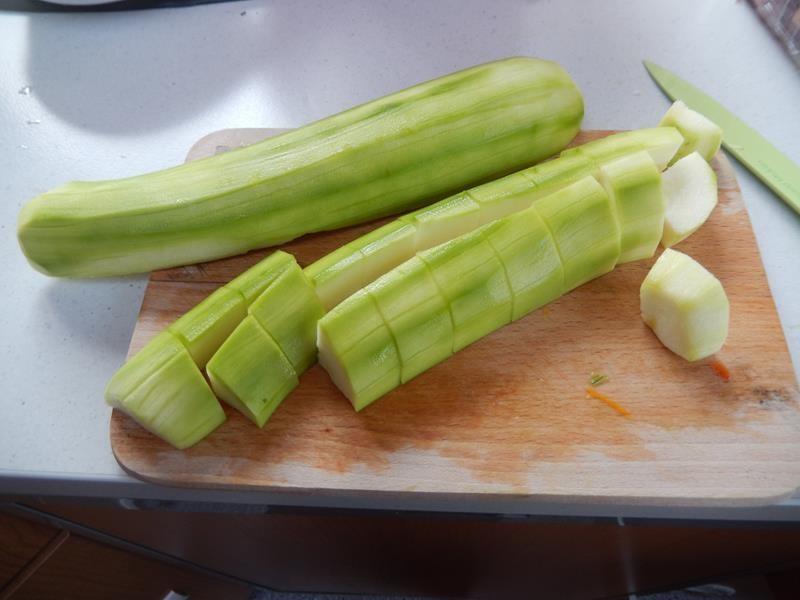 den Lauch brauch ich als Einlage für die Puten Kräuter Taschen und der Rest kommt geschnitten zum Gemüse
