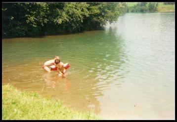 Die Kinder wollen natürlich erst mal ins Wasser.