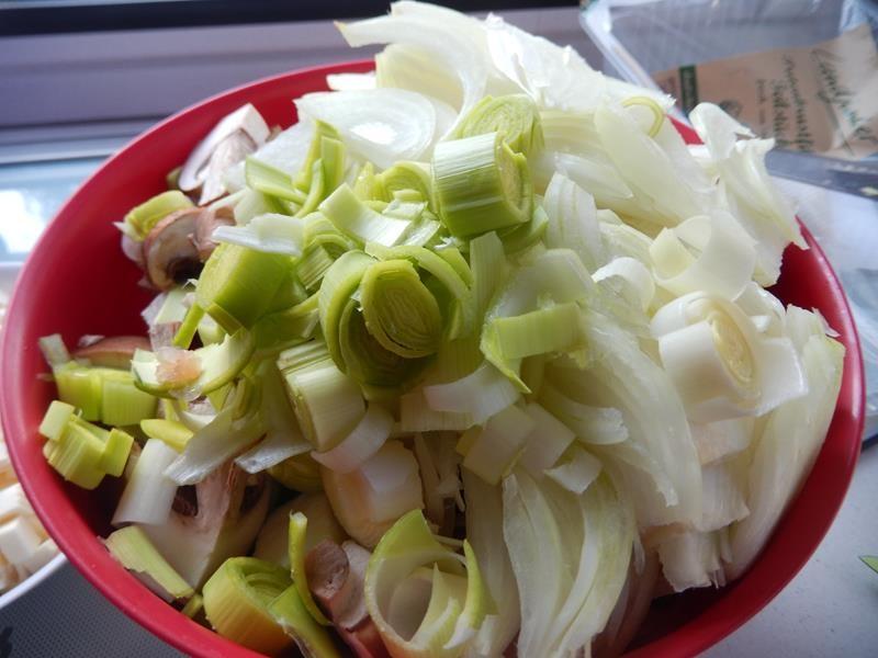 wie schon gesagt hab ich den restlichen Lauch in Ringe geschnitten und zum Gemüse beigelgt