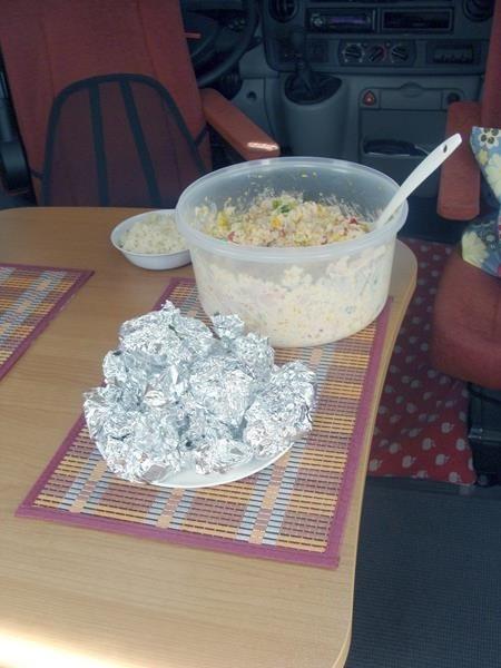 Reissalat und Gemüsepäckchen