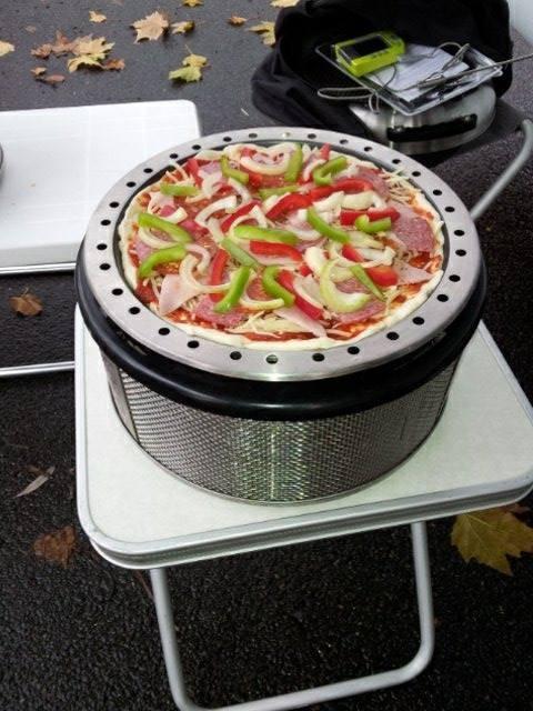 Die erste Pizza war belegt und nun Decke drauf