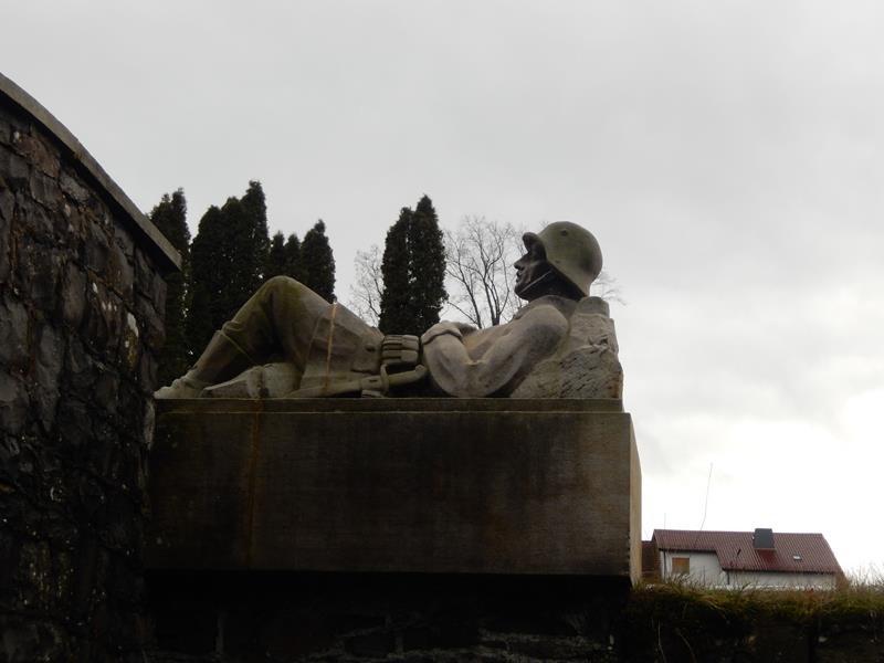 Soldatendenkmal auf dem Friedhof