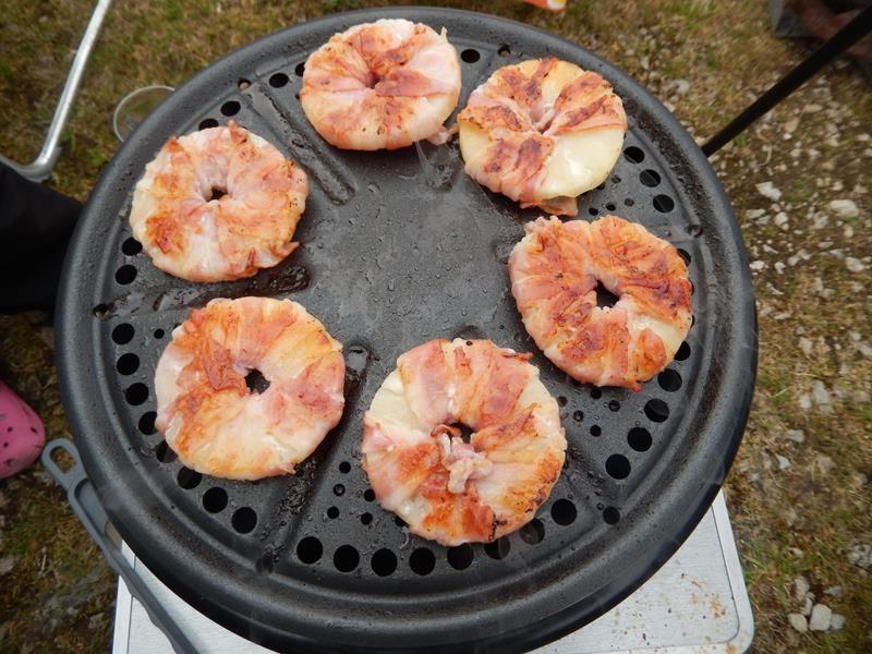 Sabine und Michael haben unter anderem Ananas mit Bacon umwickelt gegrillt. Echt sehr lecker.