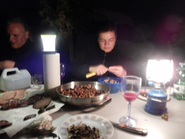 Am späten Abend werden die restlichen Keschde noch gepellt um sie morgen dann in der Pfanne mit Butter zu erhitzen