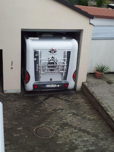 Jetzt bleibt das Wohnmobil erstmal zum trocknen in der Garage stehen. Alles wird gut!